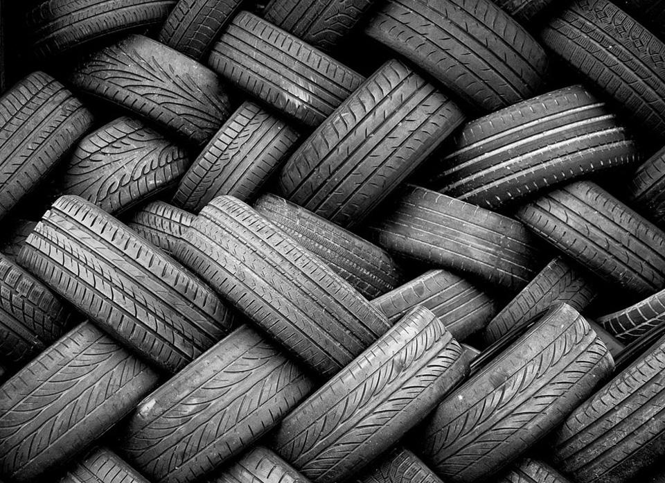 Battistrada di pneumatici fuori uso